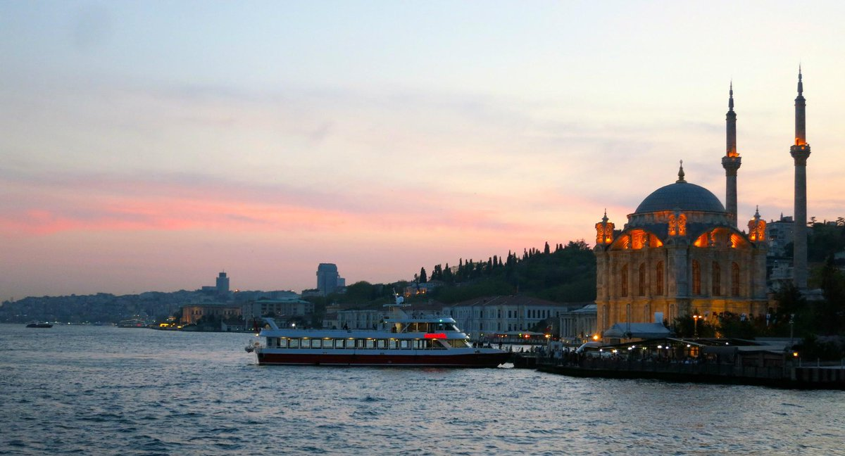 Istanbul is gorgeous day or night! #LovefromTurkey #widenyourworld http://t.co/B5rU0zAbGh