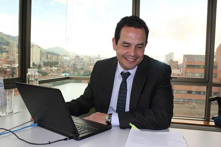 .@bedoyarf, nuevo director de @CompuParaEducar: http://t.co/jTe3ga5Z3a http://t.co/QI8Y27TJz9