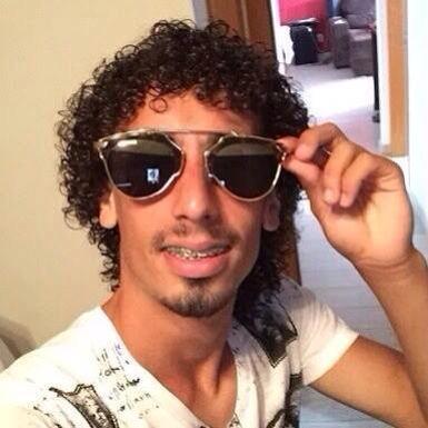Certas coisas não tem explicação. Esse óculos. Esse gol. http://t.co/bJqKSYj9NU