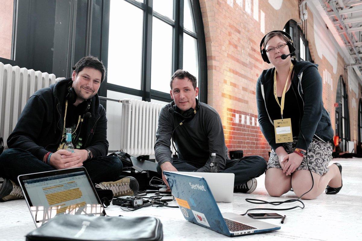 Der Streit um #laberpodcasts - wir arbeiten an der Versöhnung auf der #rp15 - mit @wortkomplex und @nsemak http://t.co/ZBuQiz0Llk