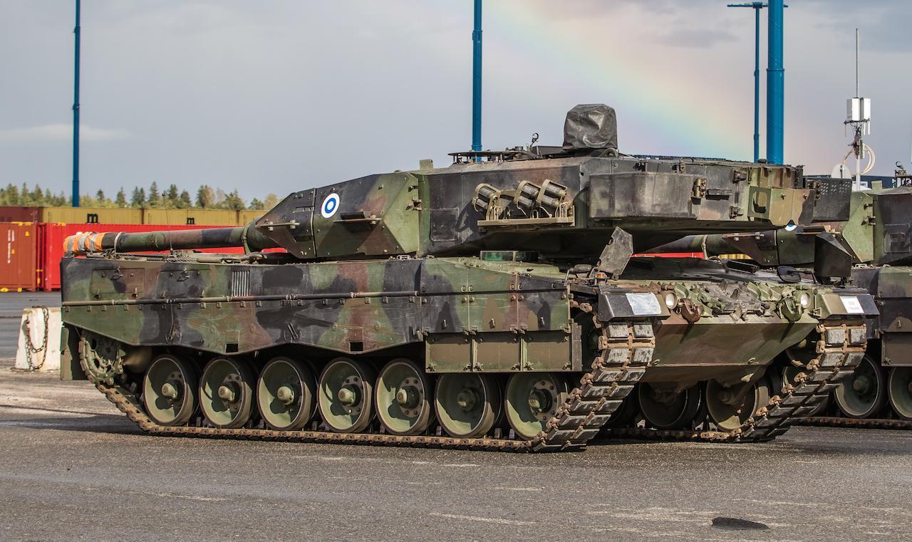 Leopard MBT 1/2 - Page 6 CE_LjMjVAAA3XQN