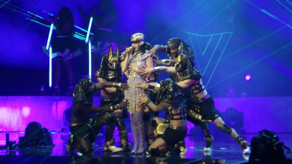 Katy Perry >> The Prismatic World Tour - Página 2 CEaK41zUUAEjs9Z