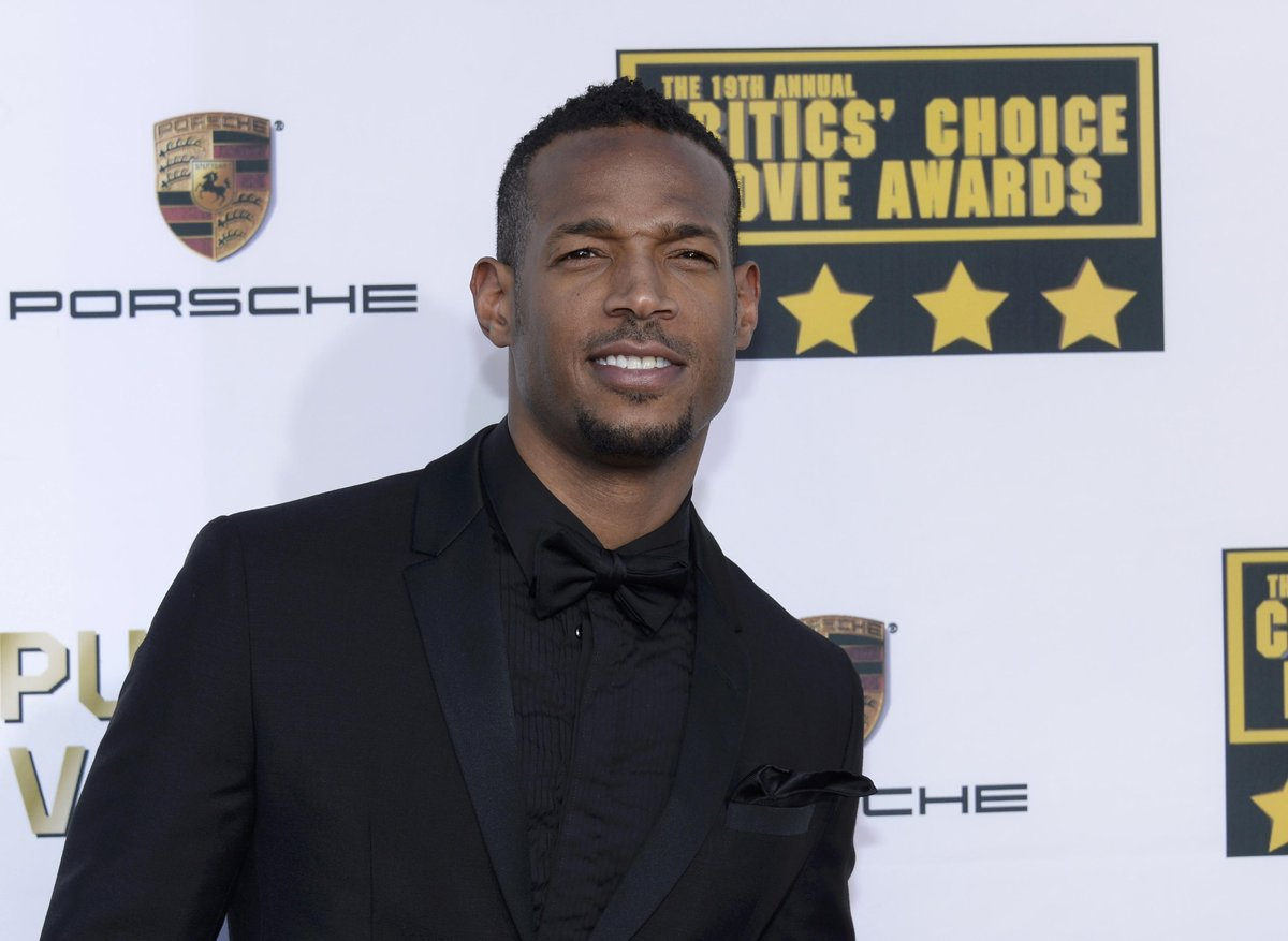 Like it or not, Marlon Wayans' spoof #FiftyShadesOfBlack hitting theatres in 2016: http://t.co/Rn4v4DY2I9 http://t.co/96ywdtvwal