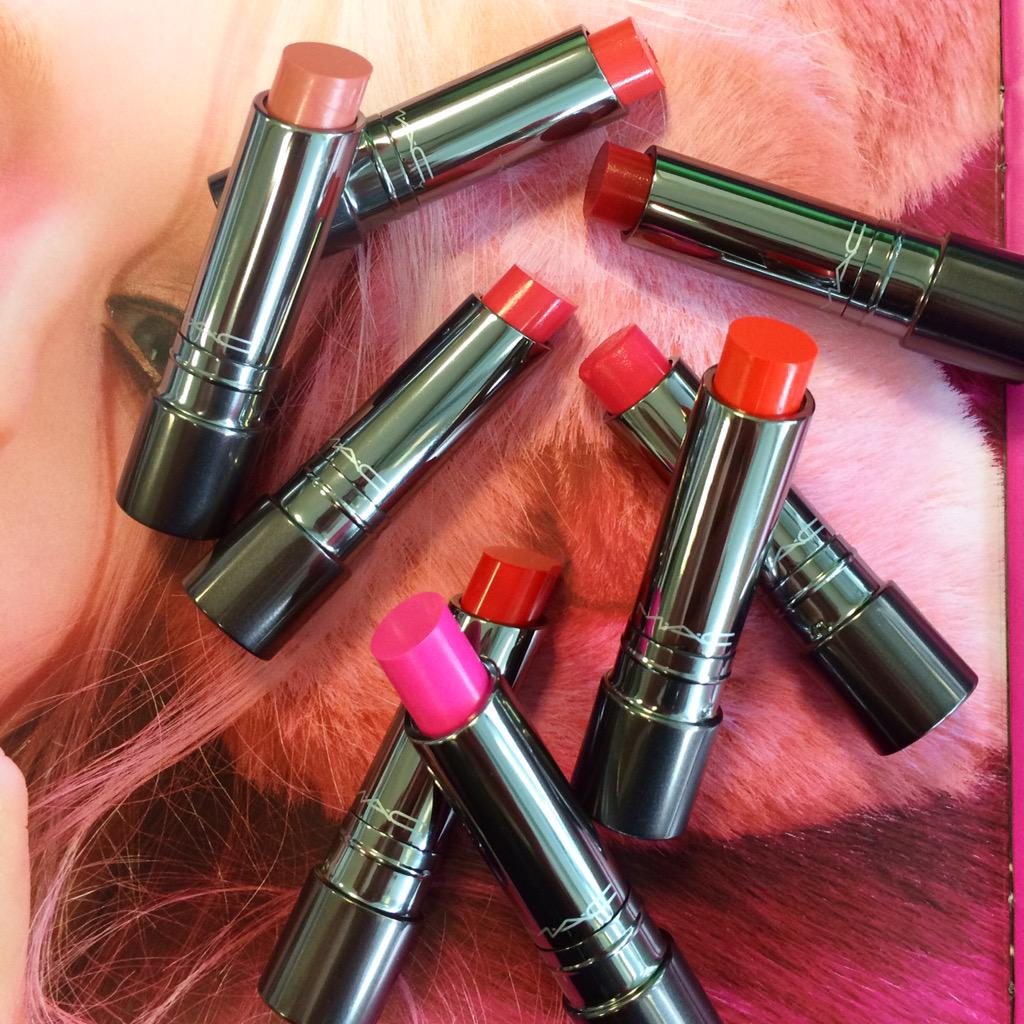 Most adorable trend in lip color! Huggable Lipcolour. Unique gel base with juicy bouncy shine, glides on smoothly. http://t.co/aftJ8kdMCG