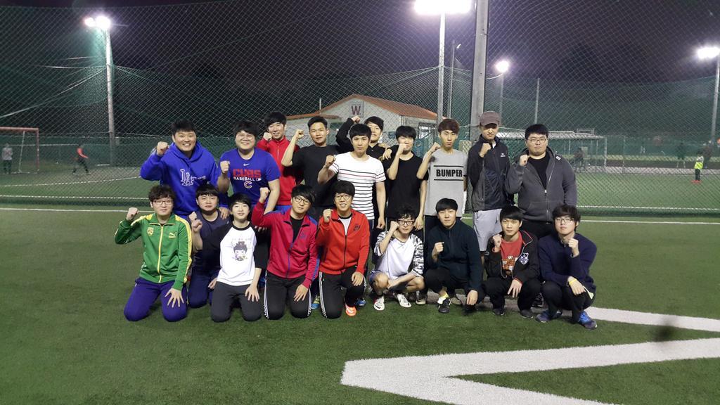 씨제이팀과 즐거운 풋살을 했어요. http://t.co/YAWL5qrbpF
