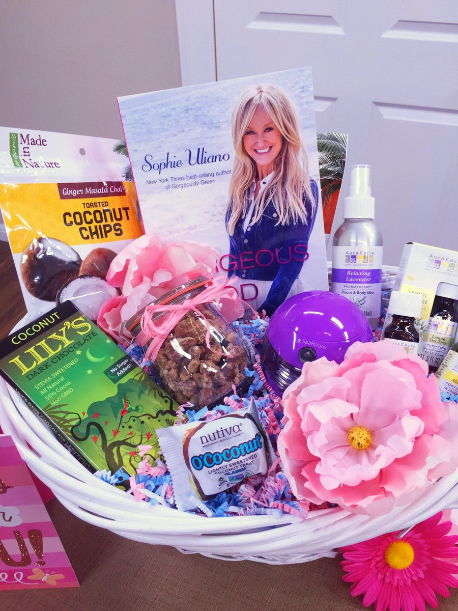Ends today! FOLLOW & RETWEET to win my #MothersDay basket from @HomeandFamilyTV! #HealthisWealth @nutiva @AuraCacia http://t.co/LSETu6stle