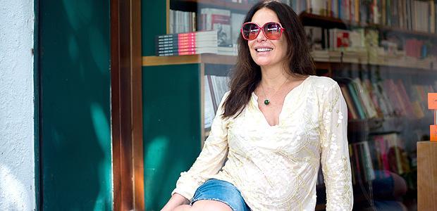 Aos 47 anos, Carolina Ferraz dá à luz sua segunda filha http://t.co/cK33hUJntn