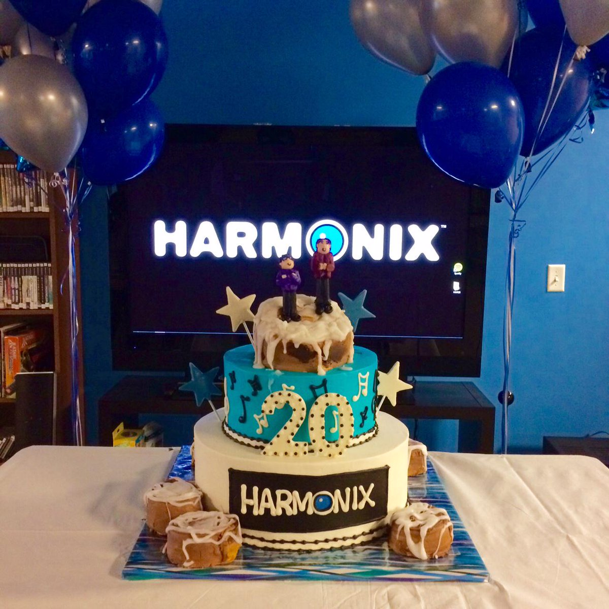 Today is Harmonix's 20th bday! We're celebrating with a cinnamon bun cake. <3 for all your support since 1995. #HMX20 http://t.co/czLiR9Oe4P