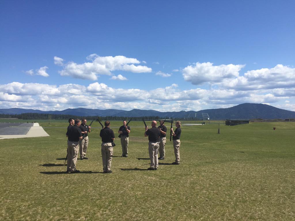 .@IdahoStPolice Honor Guard is practicing 21-gun salute in Coeur d'Alene. #SgtMoore http://t.co/cndgkXc6o5