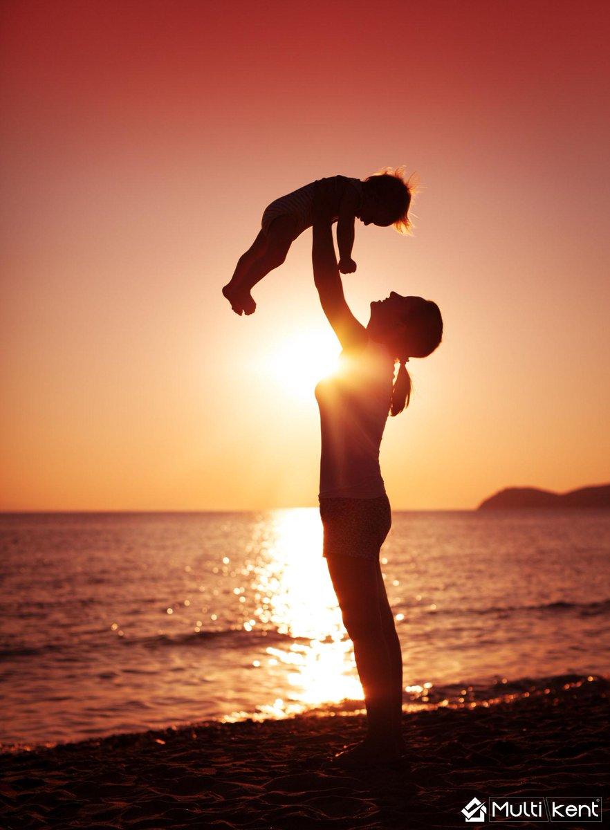 Bizim için her şeye katlanan, her zaman yanımızda olan,  dünyanın en güzel anneleri..Anneler gününüz kutlu olsun http://t.co/u0vjSO3uj5