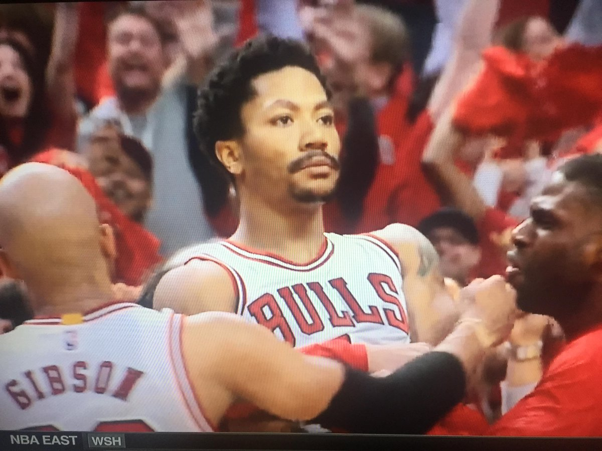 Derrick Rose's reaction after hitting that game-winner though. http://t.co/HqlHVFRtQf