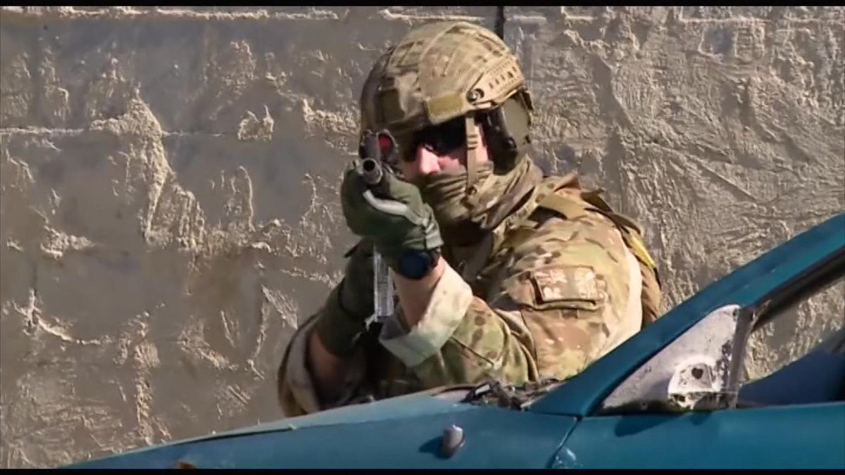 Video: Prince Harry takes part in training exercises while on attachment with Australian army http://t.co/YqIZLrDHv0 http://t.co/RYkYHRASX7