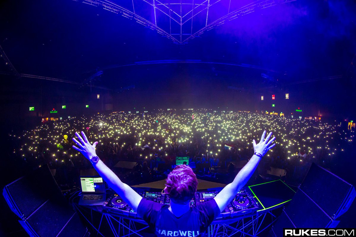 Hardwell doing what he does best -- performing.