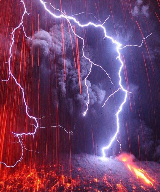 雷 火山 力強く美しい。火山雷をデザインにした限定版G