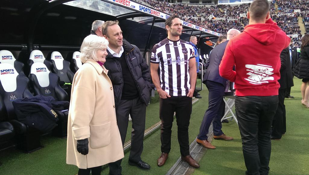 Lady Elsie pitch-side at #NUFC with @WidnesRL's player @HepCahillSports. http://t.co/wm9iJeivcK
