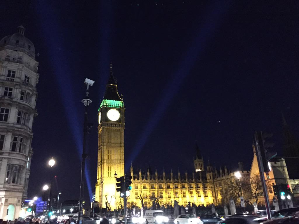Searchlights over Big Ben again for #VEDay70 #VEDayConcert http://t.co/r2zdMiSmg6