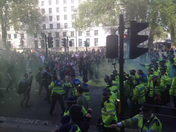 The London Riots are crazy! Why the media blackout though? Eh? Murdoch? #riotlondon http://t.co/4ZTiXh0eAU http://t.co/9GVdKwkr1z