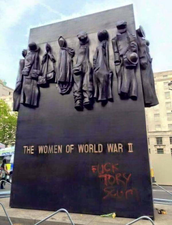 Vandalism on a war memorial.This is sickening, disrespectful to our real Heroes. #londonprotest @HONOUROURFORCES RT http://t.co/aOUElWS5vK