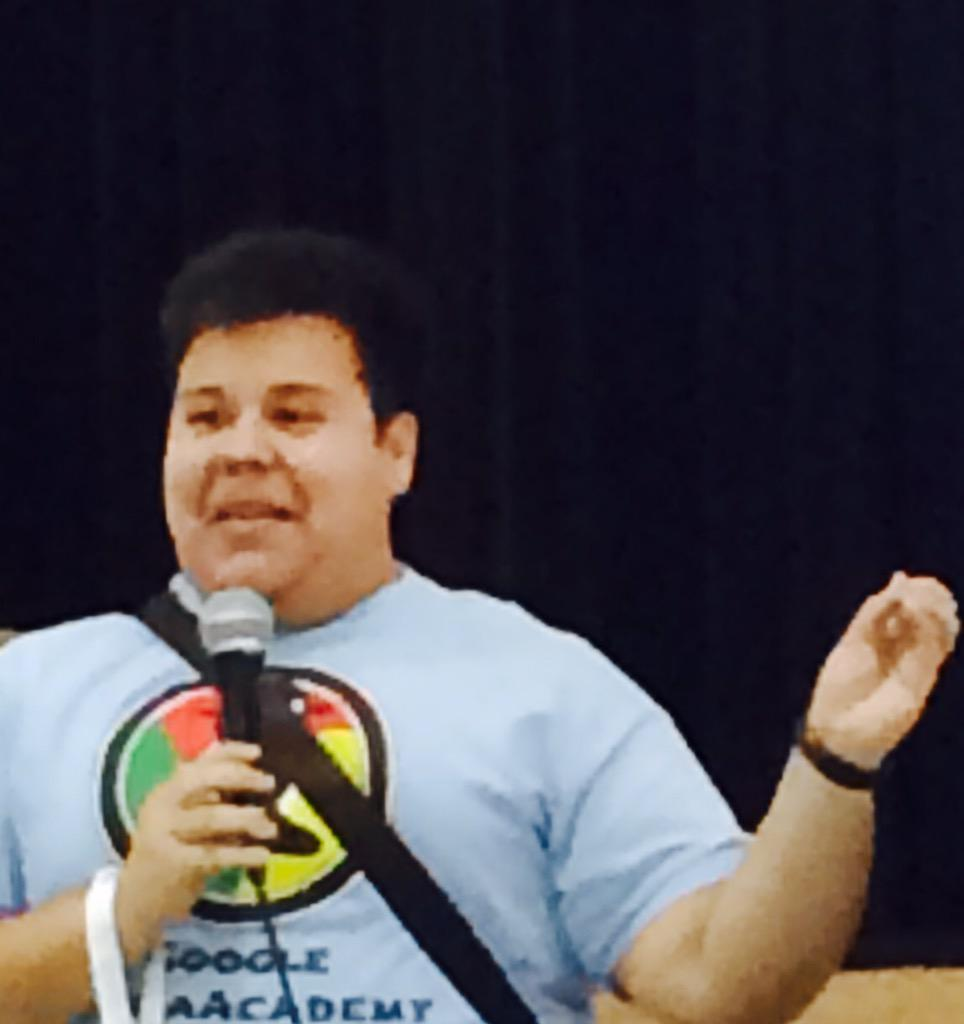 The mayor of @iPadpalooza doing a demo slam at #Playdate15 #ManorISD #celebrity http://t.co/JOUH32fiVv