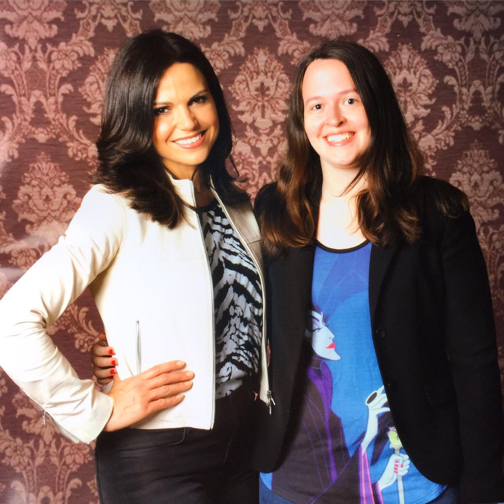 Just met @LanaParrilla aka the Evil Queen aka the coolest. http://t.co/WJRXBfGY8F