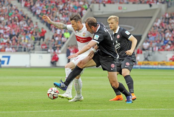 Noveski marks an opponent