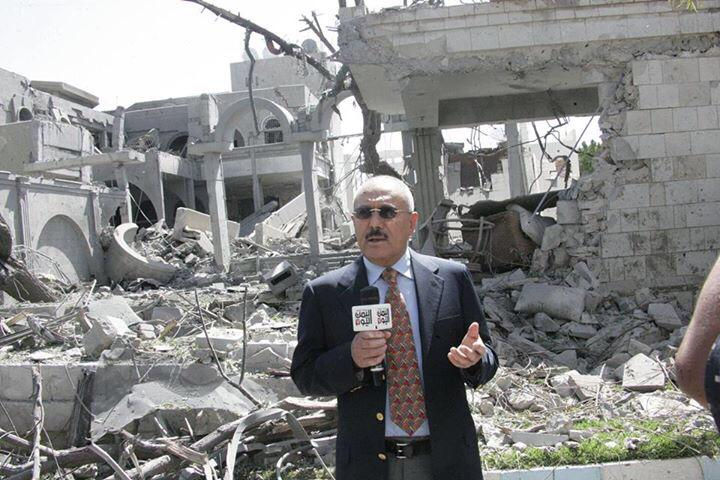 As surreal as it gets. Former, ousted president, Saleh personally reports from in front his bombarded house. #yemen http://t.co/SrdX0pqoyr