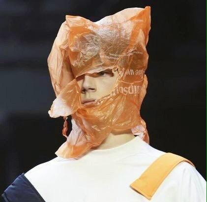 видео девушка с пакетом на голове действия больше нужны