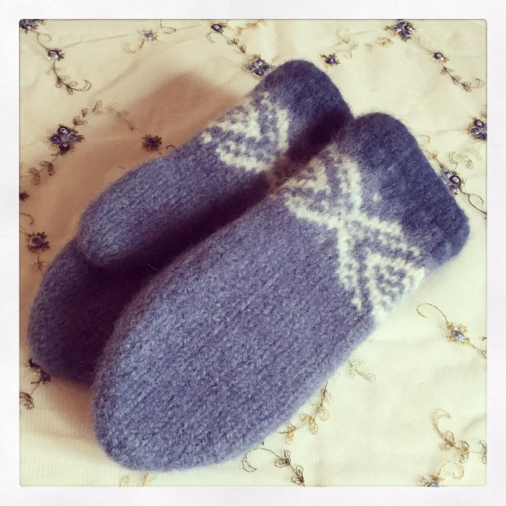 a364fb9d #knittersoftwitter #norwegianknitting #sandnesgarn #fritidsgarn  #knittingpic.twitter.com/Bl2k1RG1fT