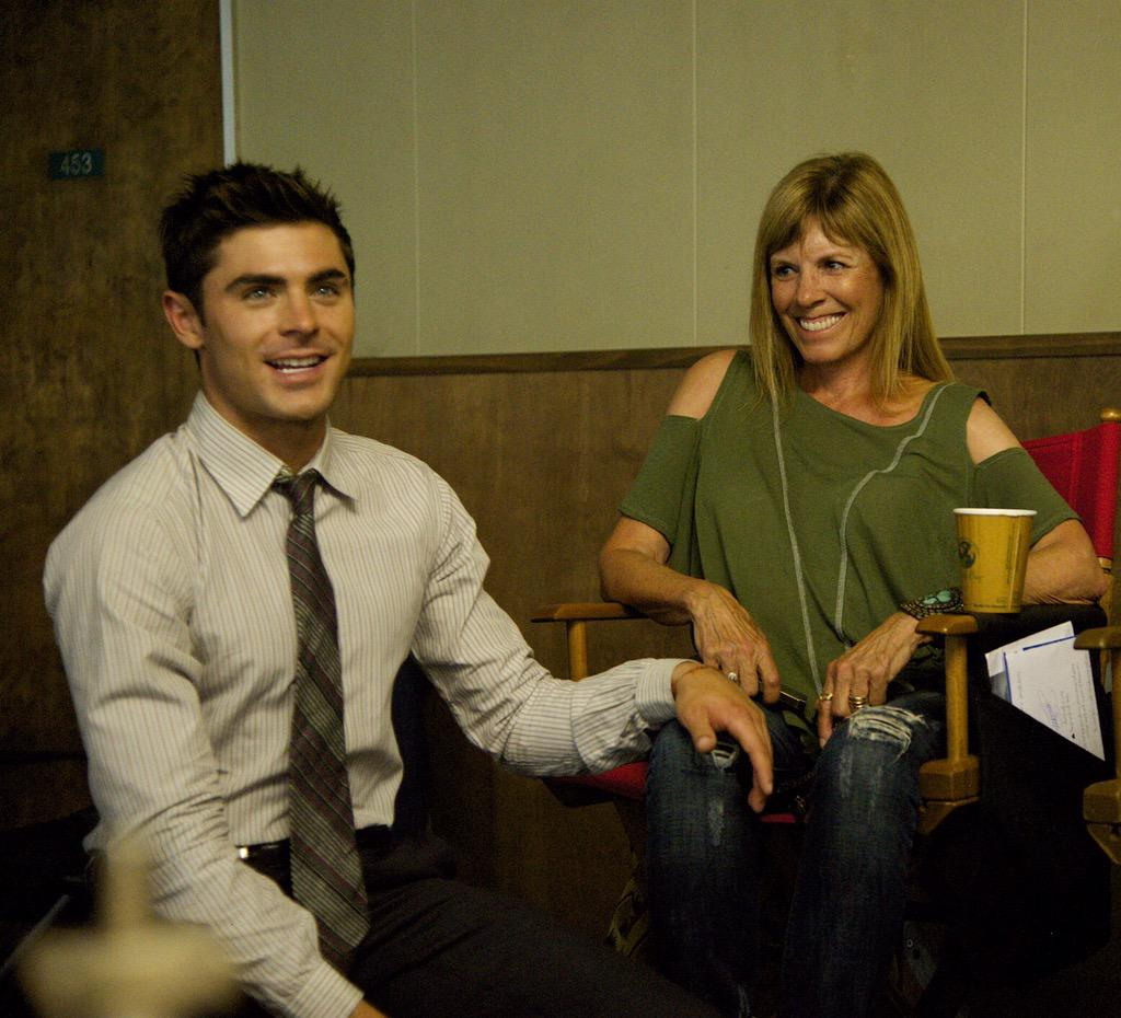 "Zac Efron on Twitter: ""Happy Mother's Day mom, love you with all my heart  http://t.co/gi7dffEMQ7"""