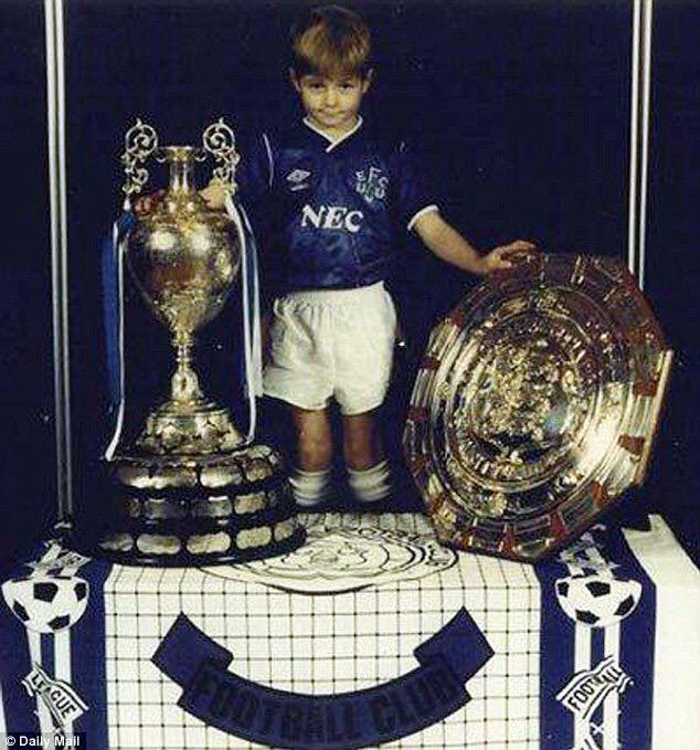"Steven Gerrard on Jose Mourinho: ""I'd have signed for him three times if I wasn't a Liverpool fan."" #YNWA #EFC http://t.co/94LkoZsaoe"