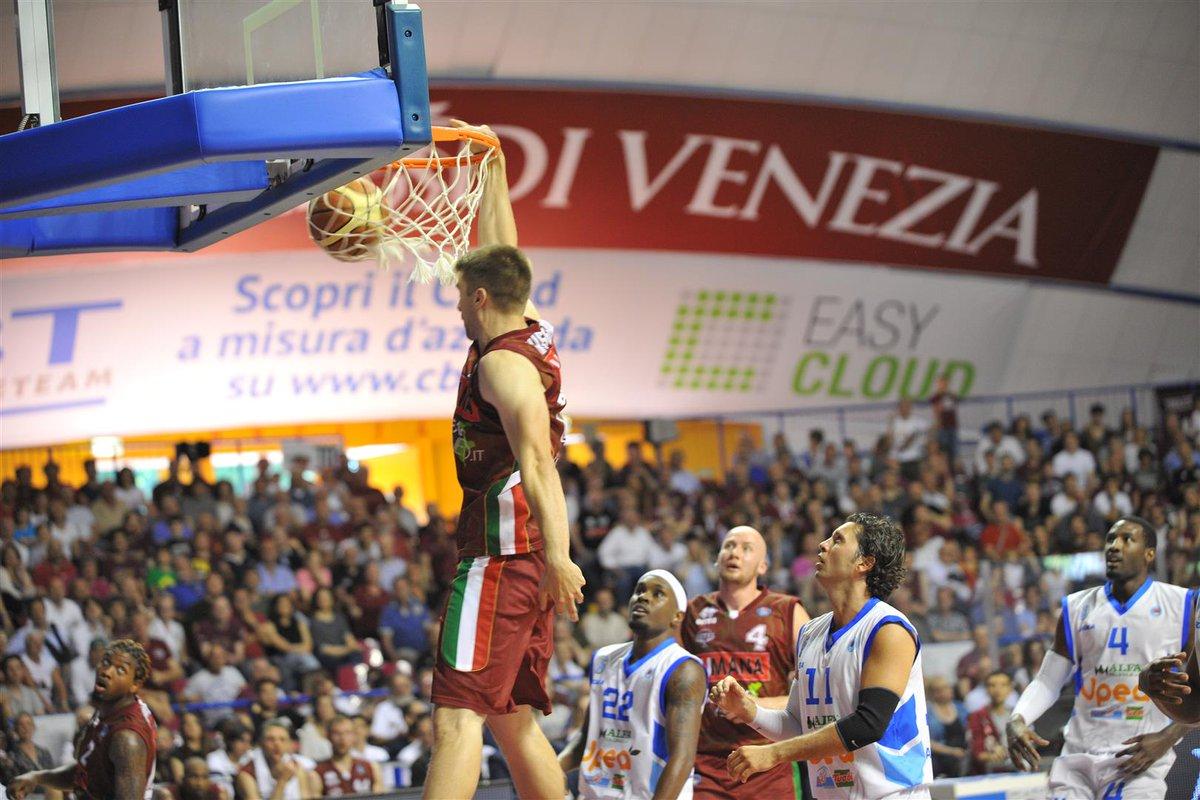 Basket: Umana Reyer Venezia vince 90-67 e chiude 2° in classifica, non succedeva dagli anni '40
