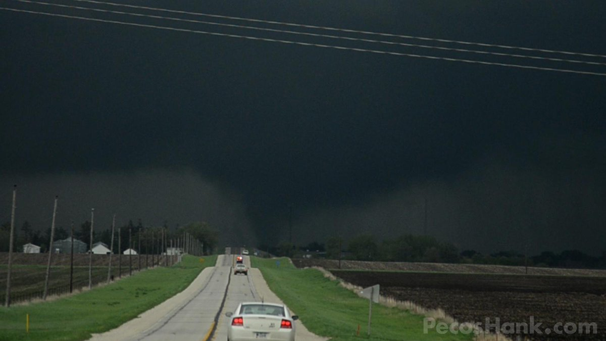 Snagged a couple tornadoes today crashing through Lake City Iowa #Tornado #lakecity #iowa http://t.co/93Bt75r90q
