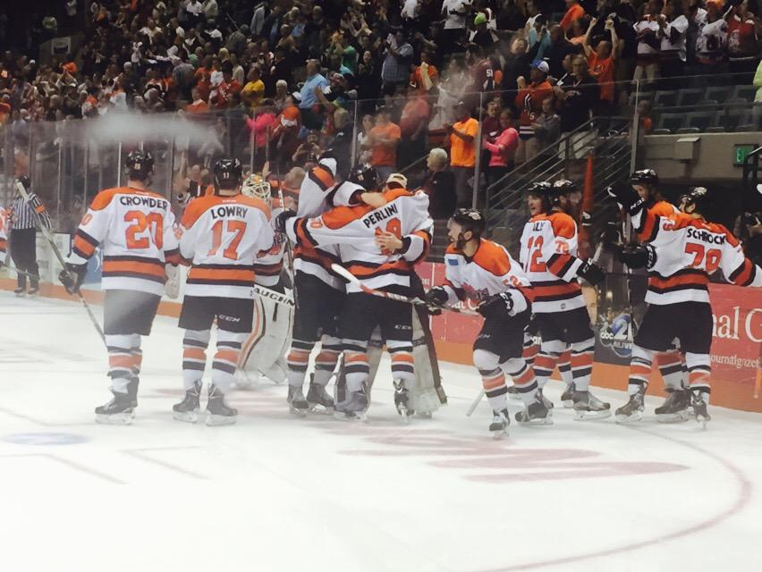 GAME 7!!! KOMETS WIN! KOMETS WIN!  KOMETS WIN!!!!! @brettperlini in DOUBLE OVERTIME!!! #HeShootsHeScores!!! http://t.co/57h7EDwzx9