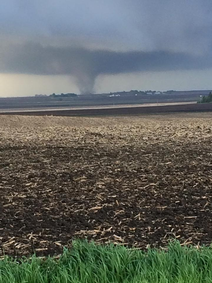 High School in Lake City, #Iowa hit by #tornado with 100 people inside, all safe. Via @WHOhd. http://t.co/GFqbysvFr5 http://t.co/02e9XZZqyY