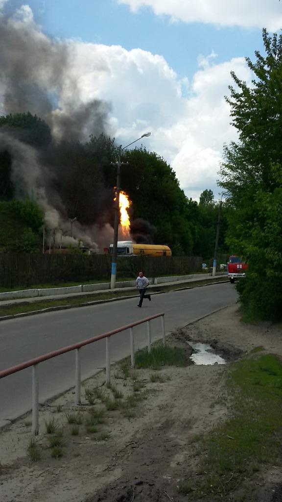 У Вінниці вибухнула газова автозаправка (фото з Твітера @Yurko_sViy)