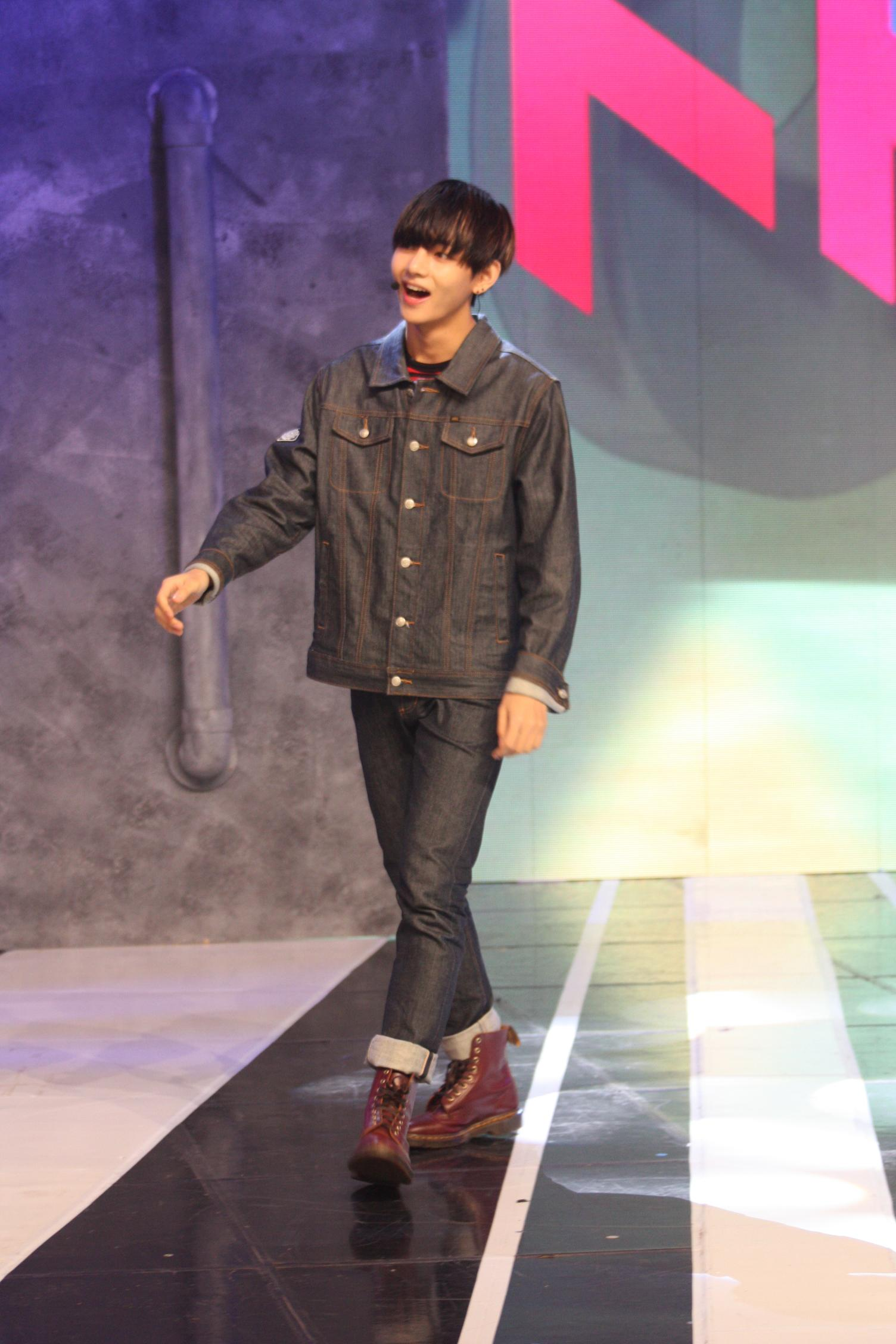 Show scenes page -  Picture Fb Bts Behind The Scenes At Simply Kpop 150508