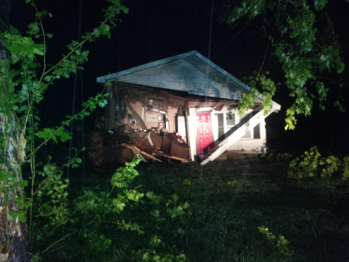 Photo: Home damaged in Van, Texas, following severe storm - @MilesDoran https://t.co/w9TundVH4K