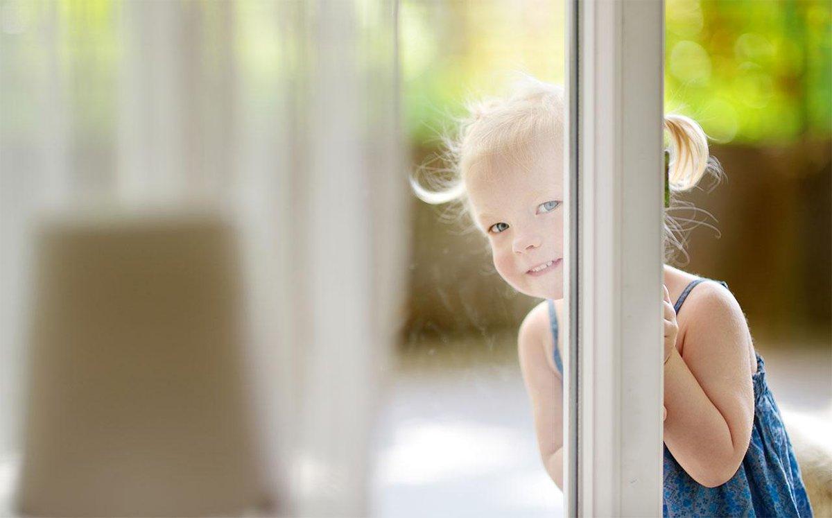 Картинки дети выглядывают из окна
