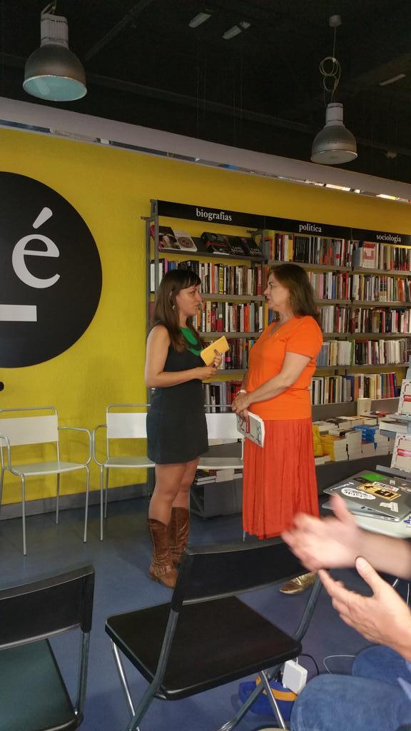 Deseando q empiece! @evabelmonte con Lucía Méndez en la presentación de Españopoly http://t.co/IDpb2ejeT8