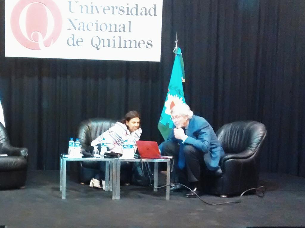 "@uvquilmes Comenzamos  #Transmision  #EnVivo de #1°SeminarioMOOC x http://t.co/GK7ggiD4lZ @UNQoficial http://t.co/KUNJpTNTzU"" @batista1088"