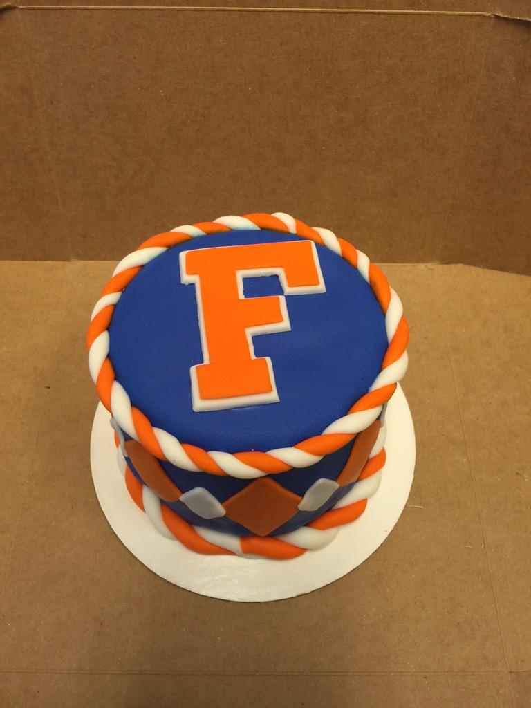 Surprising Florida Gators On Twitter Wow Impressive Any Other Gator Cakes Personalised Birthday Cards Veneteletsinfo