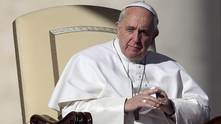 """#PapaFrancisco: """"Mucha gente poderosa no quiere la paz porque vive de las guerras"""" http://t.co/MDHzry0WlN http://t.co/sZ4V92VDfd"""