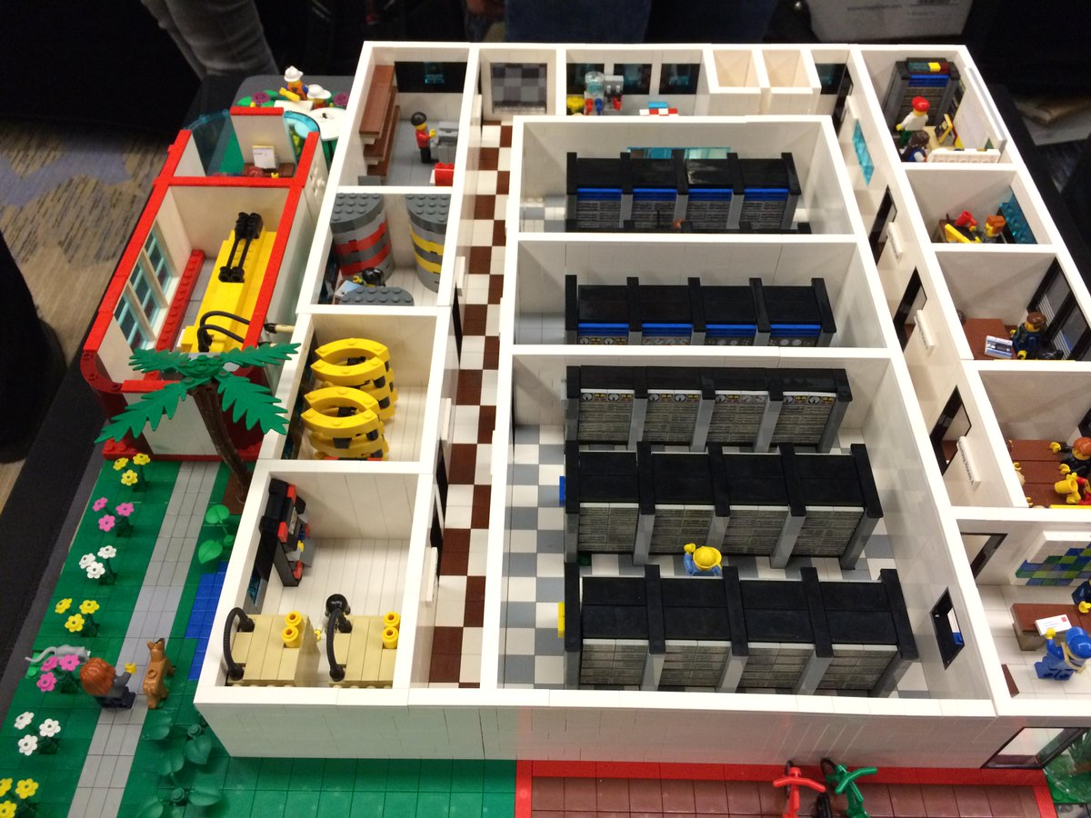 This is so awesome, full Lego data center. /cc @EnricoLaursen http://t.co/LWpxbjVv8t