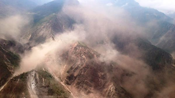 #BREAKING: Three major #landslides reported near #Kathmandu, #Nepal, with at least 12 people injured: @ndtv reports http://t.co/i2Clk56TXr