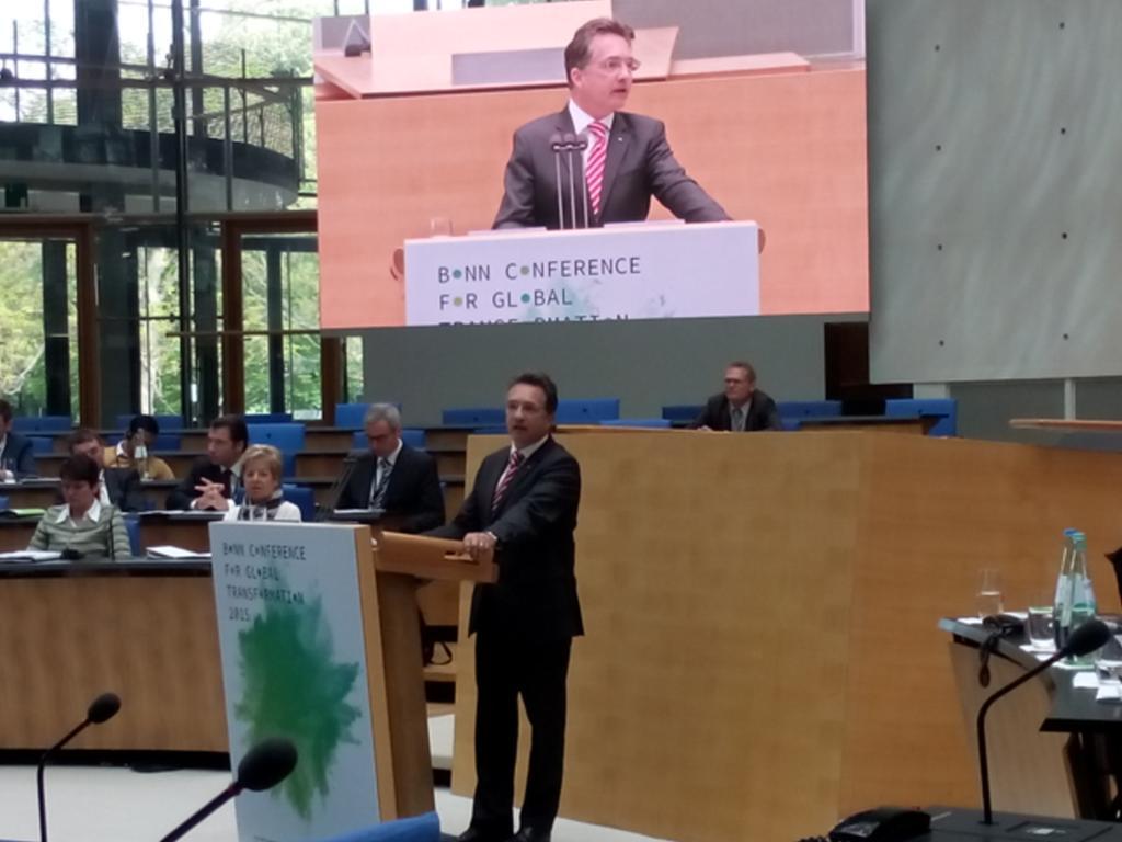 @BMZ_Bund -Staatssekretär Kitschelt fordert auf #bonnconference, dass Post-2015-Agenda Weltzukunftsvertrag wird.#NRW http://t.co/UCJLCkdj9k