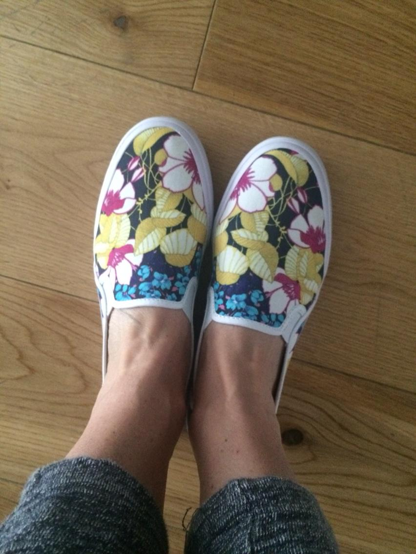 Loving the collaboration of @Keds_UK with @OasisFashion don't care if it's raining. They are on. http://t.co/Vsd3fEZoXs
