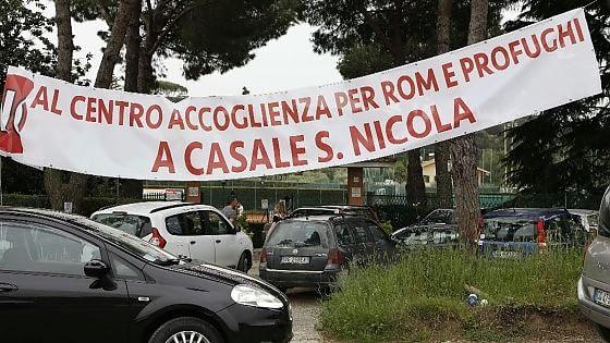 Casale San Nicola, proteste contro i profughi