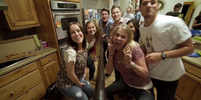 'The Dangers of Selfie Sticks' – Pizza Hut's PSA' Warns Against The Perils Of Selfie Stick… http://t.co/6xEXDMwqtn http://t.co/PJNCAzbKg5