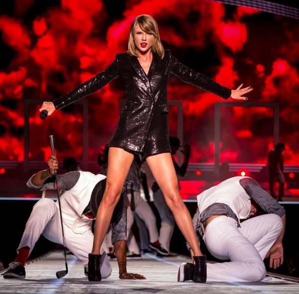 Taylor Swift Just Broke Another Major Record http://t.co/AZXktLdKgk http://t.co/SbU4MGCYry