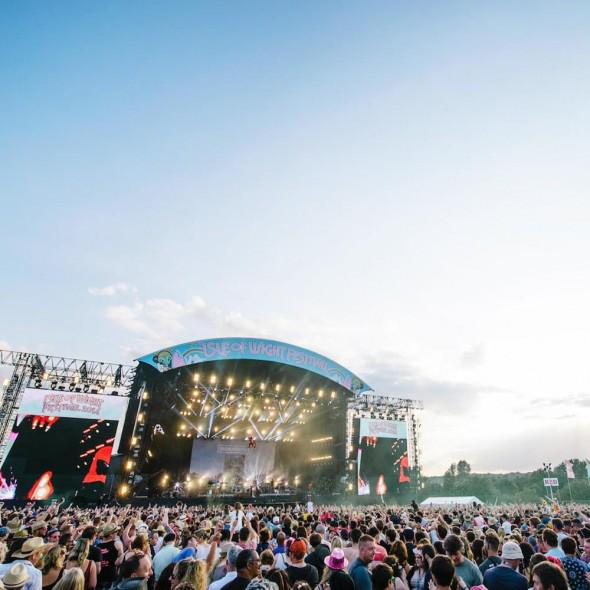 Don't miss the chance to WIN VIP tickets to @IsleOfWightFest and a @LizEarle hamper here: http://t.co/zjYFrbU6JG http://t.co/0iNjfjp97J